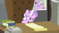 Diamond Tiara reading first paper S2E23