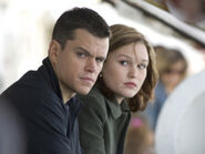 Julia-stiles-and-jason-bourne