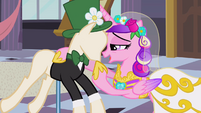 Chrysalis as Cadance touching mannequin's chin S2E26