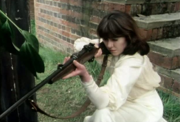 http://images3.wikia.nocookie.net/__cb20120518051635/tardis/images/2/25/Sarah_rifle.jpg