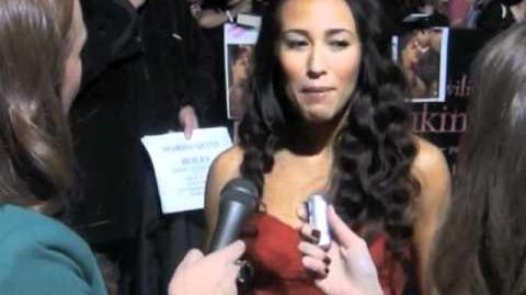 "Red Carpet Interview with ""Twilight Lexicon"" and ""Twilight Examiner"" at Twilight Premiere!"