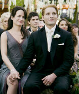 -The-Twilight-Saga-Breaking-Dawn-Part-1-Stills-Carlisle-Esme-esme-and-carlisle-cullen-26574857-1024-681-1-