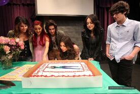 Victoria Justice On Set Of Victorious Surprise Birthday party-05-560x375