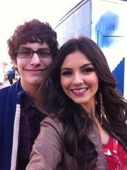 Matt-bennett-victoria-justice