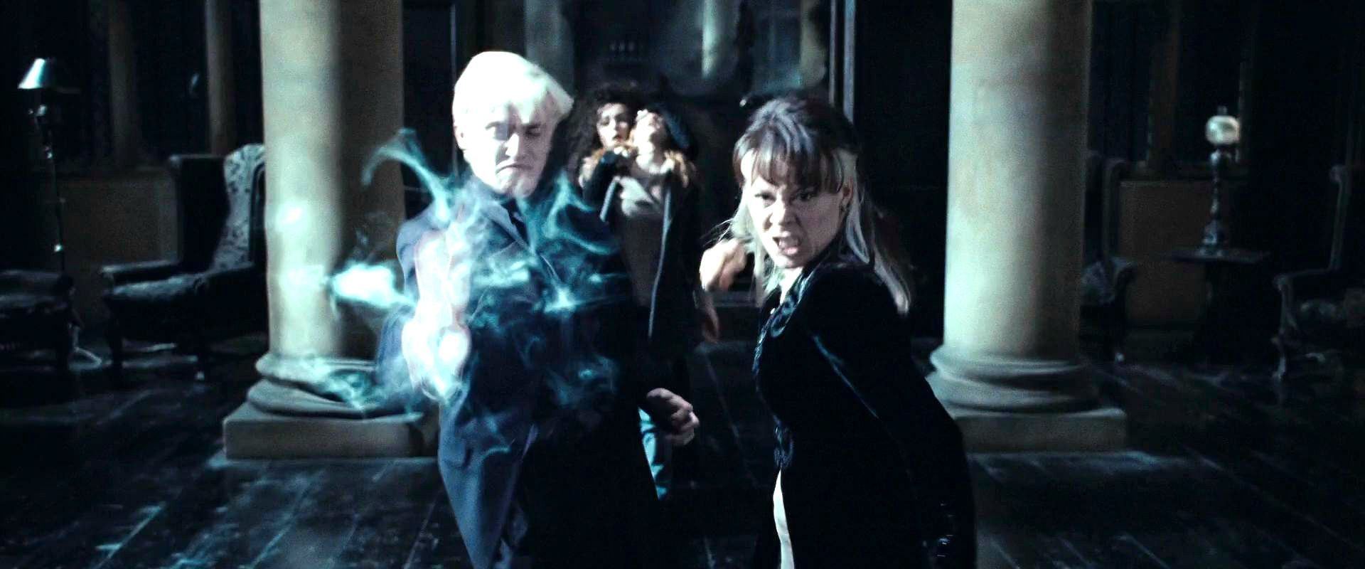 Narcissa y Draco luchando