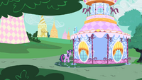 Twilight in front of Rarity's home S1E25