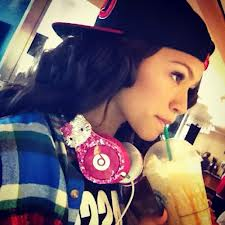 Zendaya hello kitty headphones
