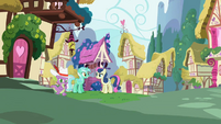 Lyra Heartstrings and Sweetie Drops next to the well S2E10