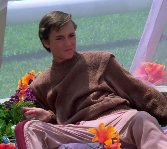 File:Wesley in flower bed.jpg