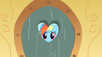 Rainbow Dash at Pinkie Pie's door S01E23