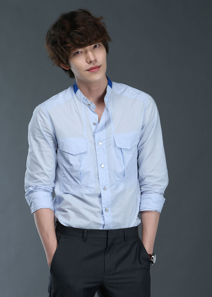 http://images3.wikia.nocookie.net/__cb20120911062707/drama/es/images/2/2e/Kim_Woo_Bin2.jpg
