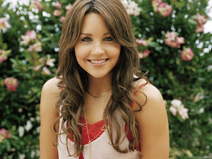 Amanda bynes actress wide wallpaper-1440x1280-01