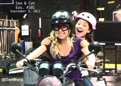 File:Ariana & Jennette On Set Shooting Sam And Cat Episode 101.jpg
