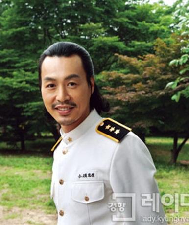 Parlons dramas ! ~ - Page 5 Yoon_Jin_Ho