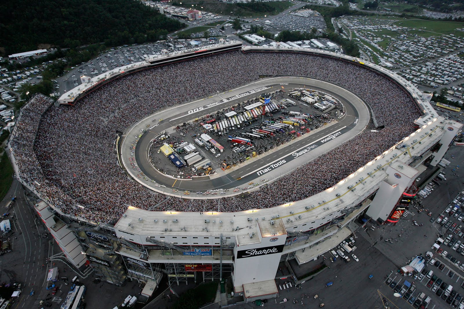 Bristol-Motor-Speedway-772874.jpg
