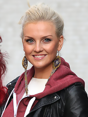 http://images3.wikia.nocookie.net/__cb20121026195534/onedirection/images/d/d3/Perrie-Edwards-5.png