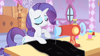 Rarity stops sewing S1E20
