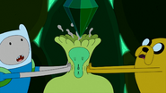 S4e26 finnandjakesqueezingEmeraldPrincess&#39;head
