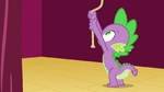 Spike pulls rope S3E03