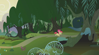 Apple Bloom entering the Everfree Forest S1E09