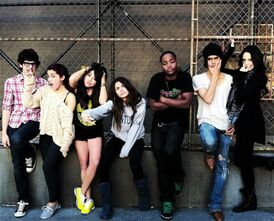 Ariana-grande-avan-jogia-liz-gillies-victoria-justice-victorious-Favim.com-428577