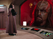 Worf addresses K'temoc