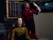 Riker removes Data&#39;s arm
