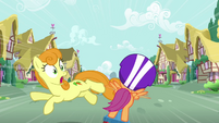 Golden Harvest jumping out of Scootaloo&#39;s path S3E6