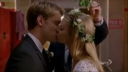 Bram Wedding kiss