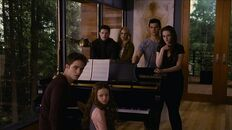 Renesmee cullen playing piano nessie music twiligh saga breaking dawn part 2 movie with family and friend Jacob Black