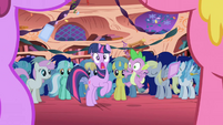Twilight is startled S1E1