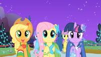 Applejack, Fluttershy, and Twilight &quot;sell some apples&quot; S01E26