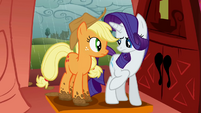 Rarity points out Applejack&#39;s muddy hooves S1E08