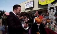 TheMuppets-DeletedScene-RickyGervais