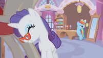 Rarity with face on mannequin S1E14