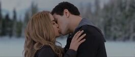 Emmett-rosalie-kiss-34023455526435634