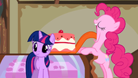 Pinkie Pie giant tongue cake S1E10