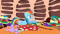 Rainbow Dash trying to reason with Spike S2E21