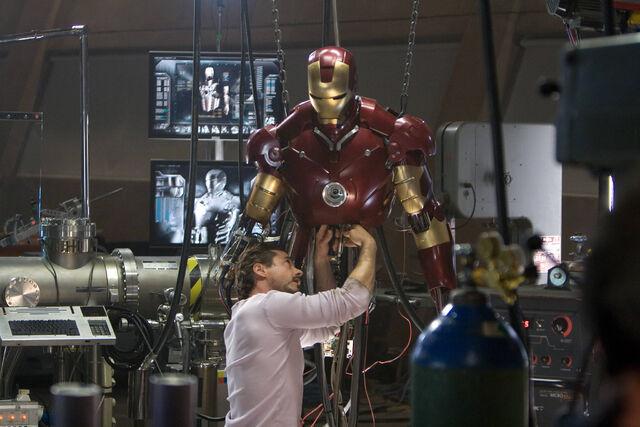 640px-Iron-man_2008-1-1200x707.jpg