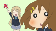 Mugi distracts yui