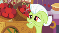 Granny Smith in front of an apple stand S2E06.png