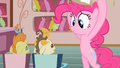 Pinkie Pie lookie here S2E13.png