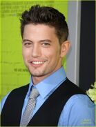 Jackson-rathbone-perks-premiere-04