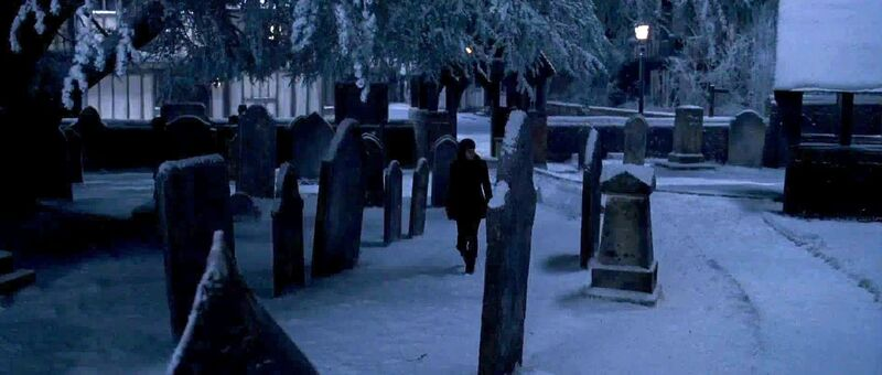 Cementerio 800px-Godric%27s_Hollow_cemetery
