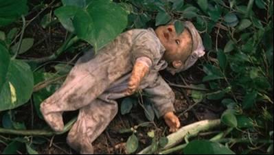 Jack iria investigar a boneca e escaparia da armadilha no último instante.